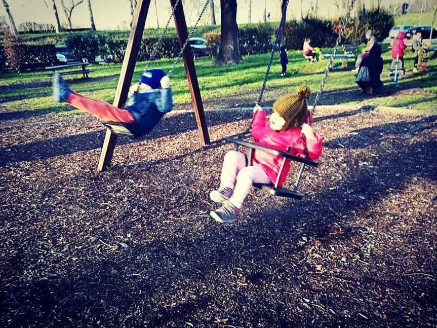 """I bambini sanno """"obbligarci"""" ad esserefelici"""